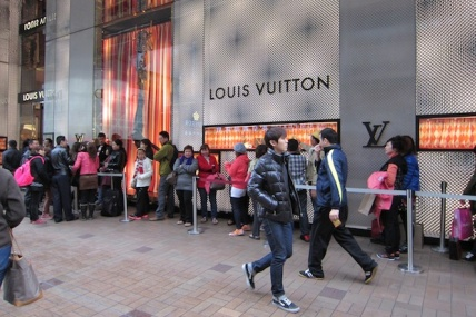 louis-vuitton-queue